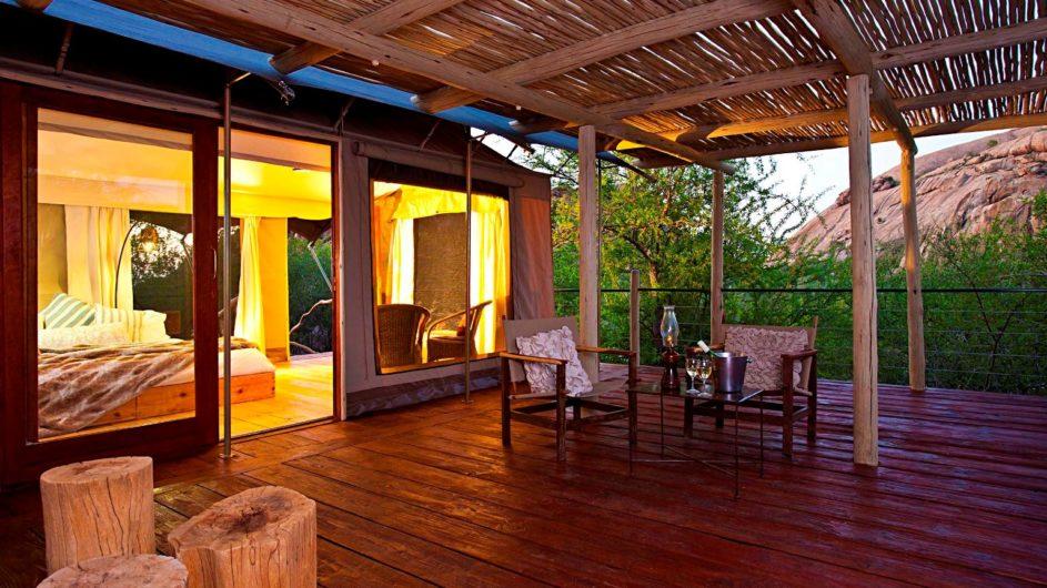 Namibia Erongo Wilderness Lodge Zimmer Terrasse
