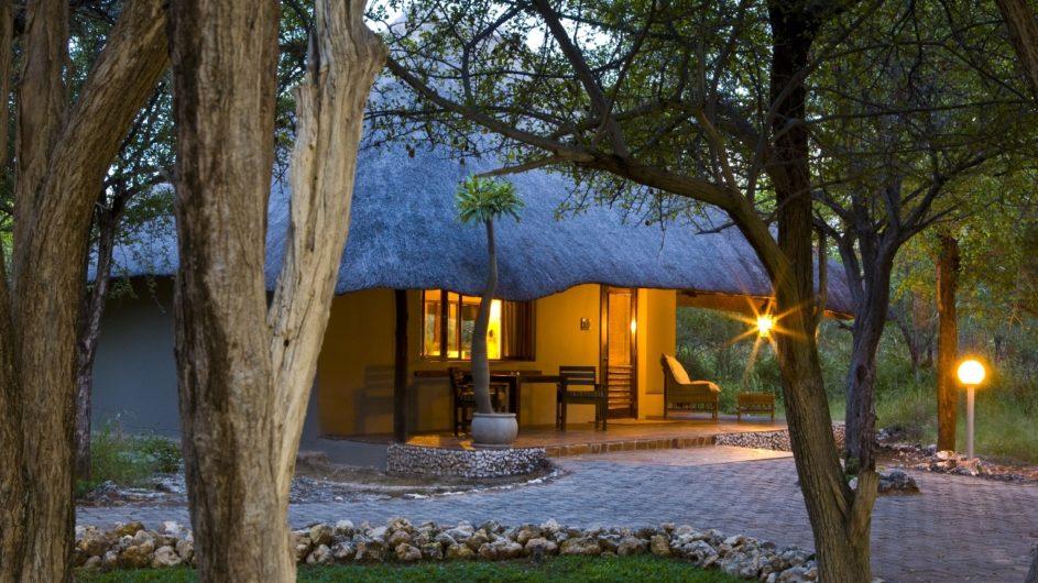 Namibia Etosha Nationalpark Mushara Lodge Zimmer Außenansicht