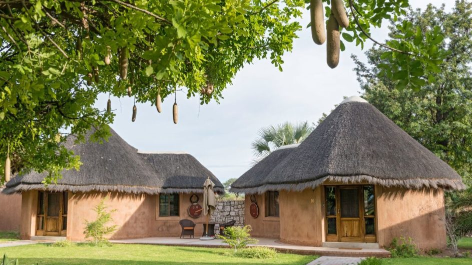 Namibia Etosha Nationalpark Onguma Bush Camp Zimmer außen