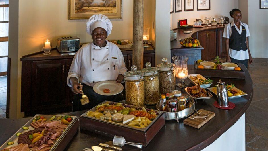 Namibia Etosha Nationalpark Onguma Etosha Aoba Lodge Frühstück