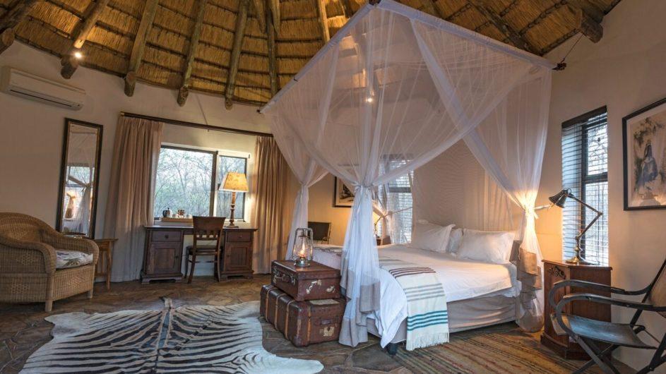 Namibia Etosha Nationalpark Onguma Etosha Aoba Lodge Zimmer innen