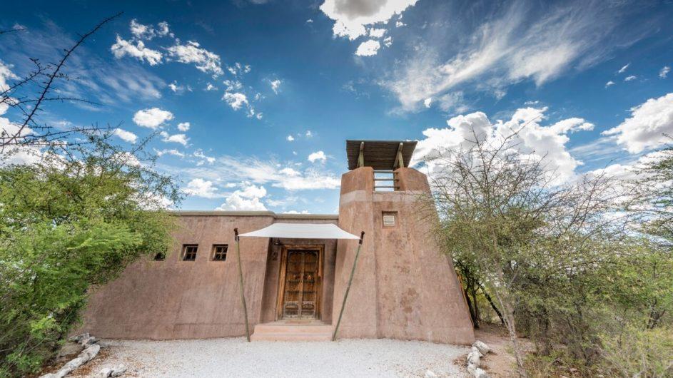 Namibia Etosha Nationalpark Onguma The Fort Zimmer außen