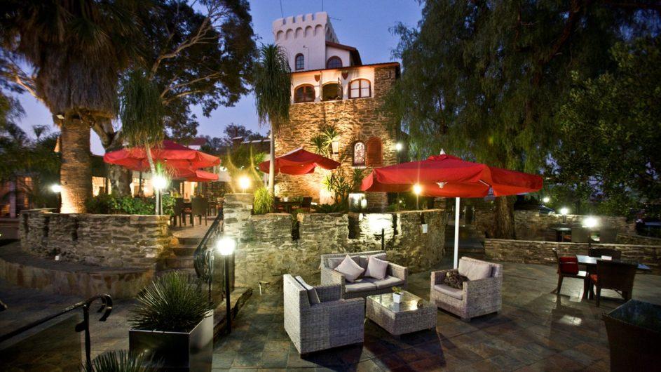 Namibia Windhoek Hotel Heinitzburg Terrasse abends