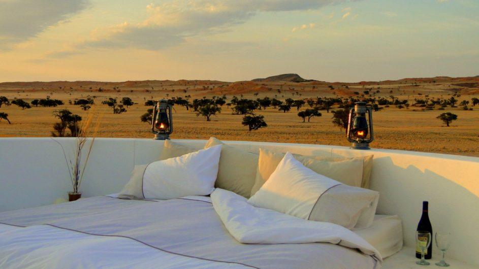 Namibia Namib Tsondap Valley Lodge Bett auf dem Dach