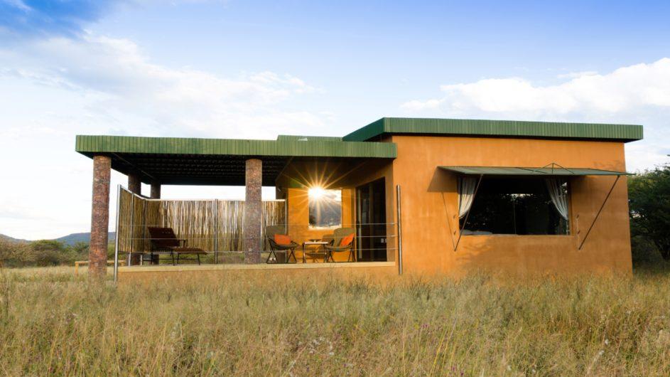 Namibia Okonjima Plains Camp Zimmer außen