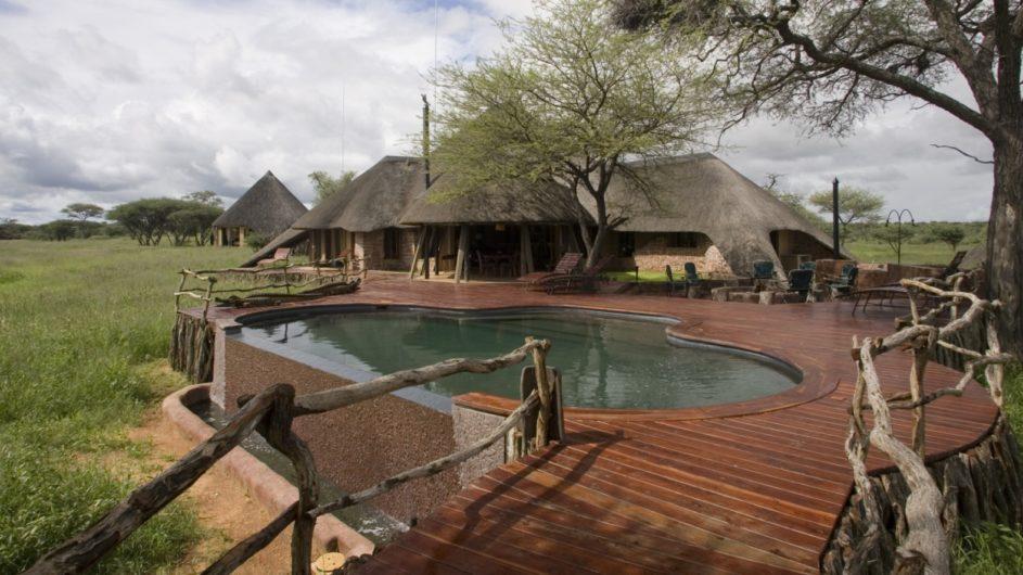 Namibia Okonjima Villa Ansciht Pooldeck