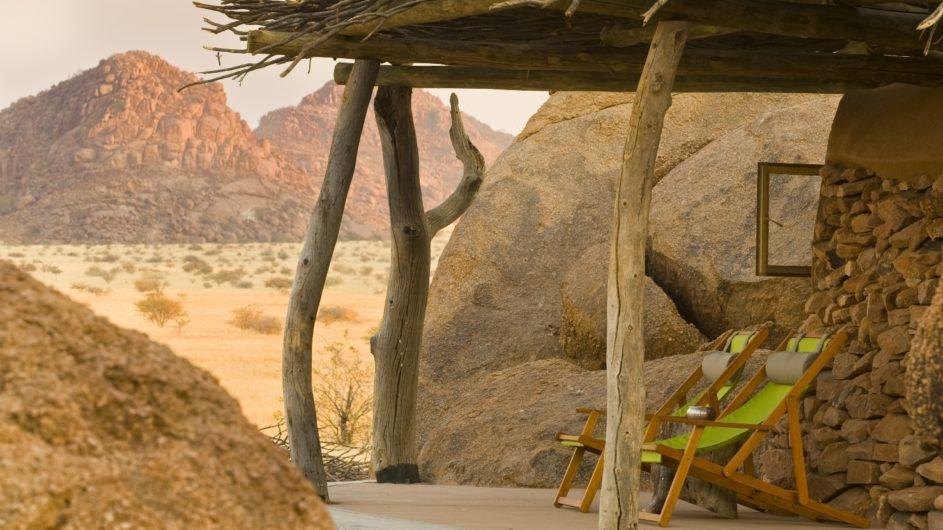 Namibia Twyfelfontein Camp Kipwe Zimmer Terrasse