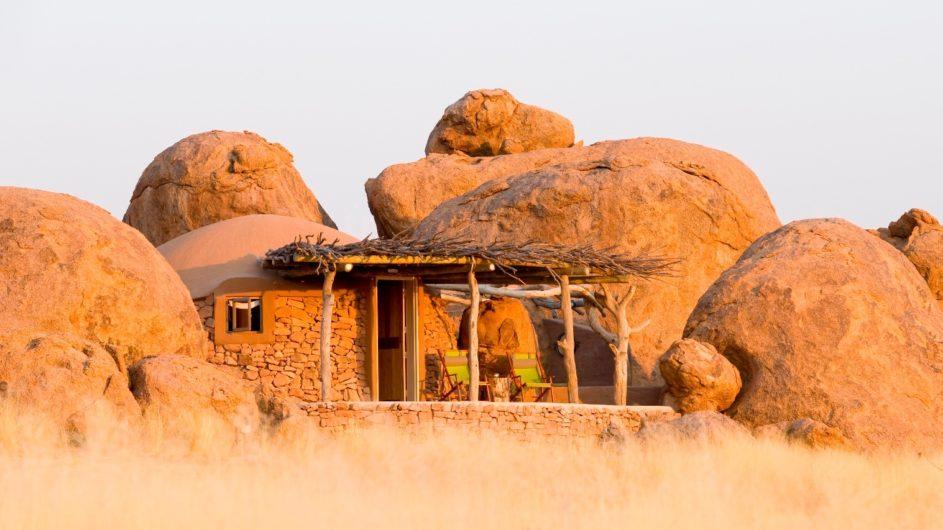 Namibia Twyfelfontein Camp Kipwe Zimmer außen