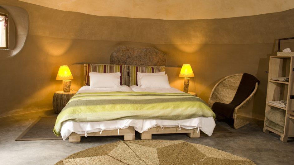 Namibia Twyfelfontein Camp Kipwe Zimmer innen