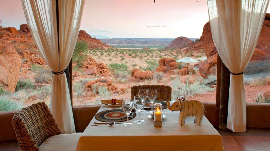 Namibia Erongo Berge Mowani Mountain Camp Dinner mit Aussicht