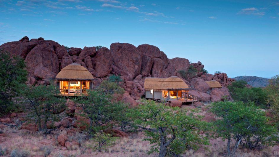 Namibia Erongo Berge Mowani Mountain Camp Bungalows außen