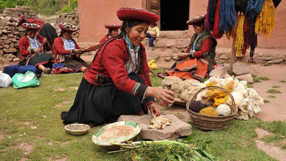 Peru Chamäleon Reisen Kleingruppenreise Machu Picchu Andendorf Frauen