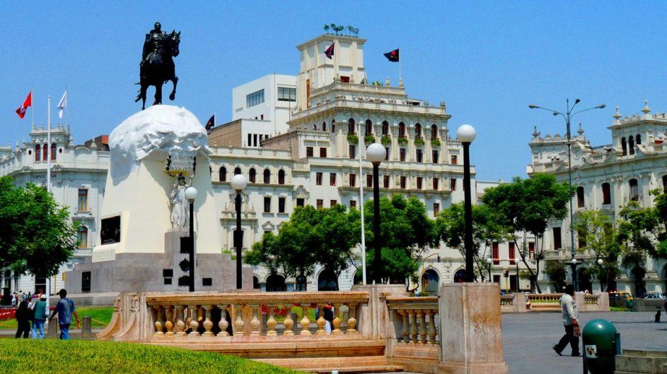 Boliven Peru Kleingruppenreise Uyuni Chamäleon Reisen Plaza de Armas Lima