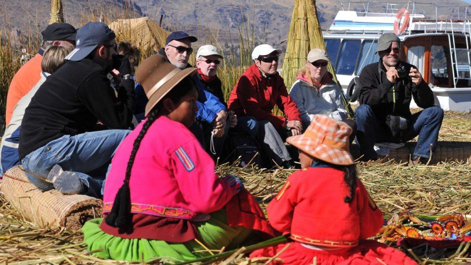 Boliven Peru Kleingruppenreise Uyuni Chamäleon Reisen Treffen am Lake Titicaca