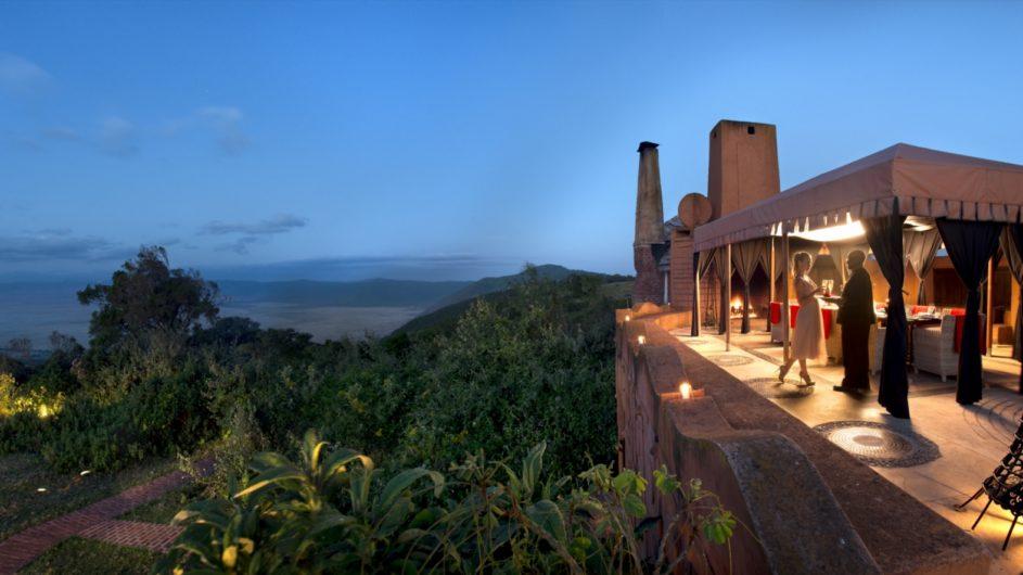 Tanzania andBeyond Ngorongoro Crater Lodge Aussicht Terrasse Dinner