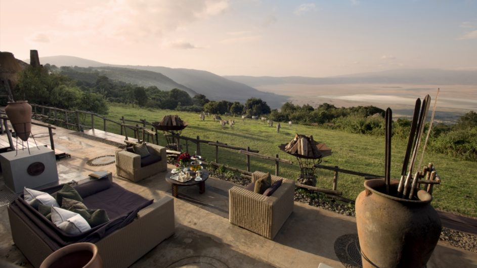 Tanzania andBeyond Ngorongoro Crater Lodge Terrasse mit Aussicht