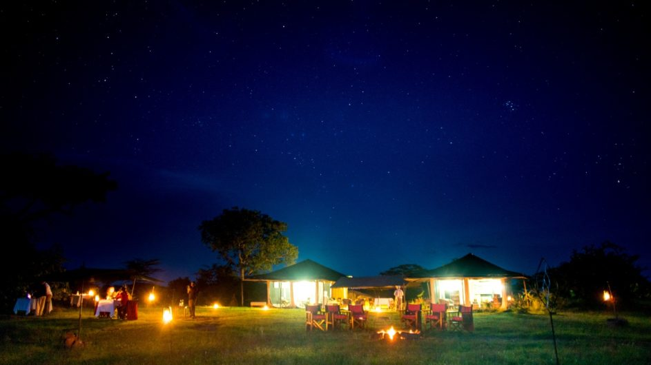 Tanzania Sanctuary Serengeti Migration Camp Ansicht abends Dinner