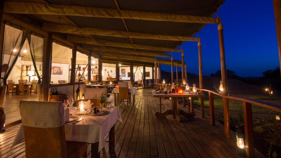 Tanzania Serengeti Sanctuary Kusini Dinner Terrasse