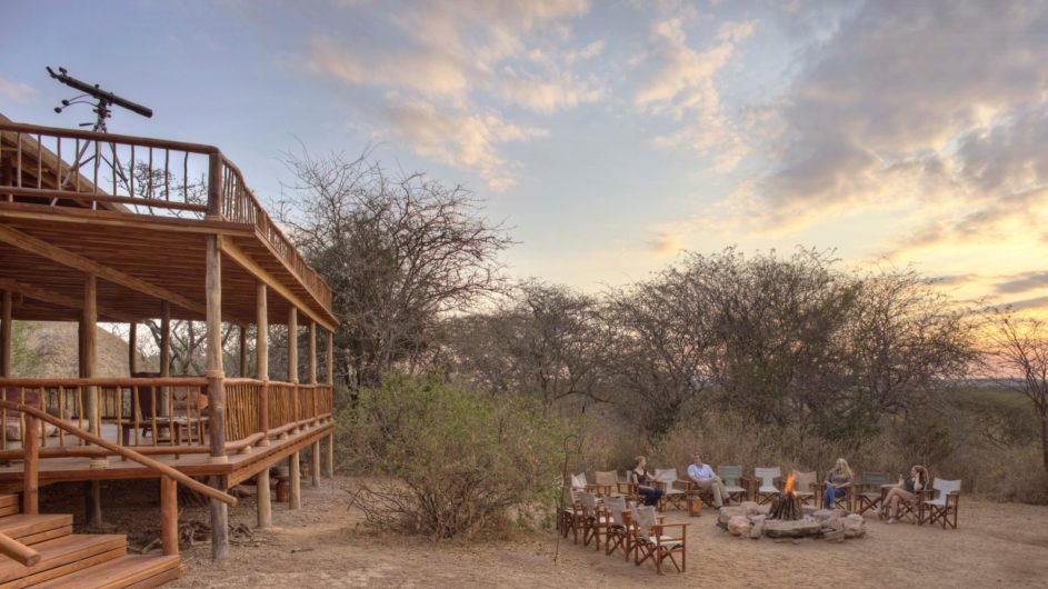 Tanzania Tarangire Nationalpark Sailia Olivers Camp Lagerfeuer Lounge