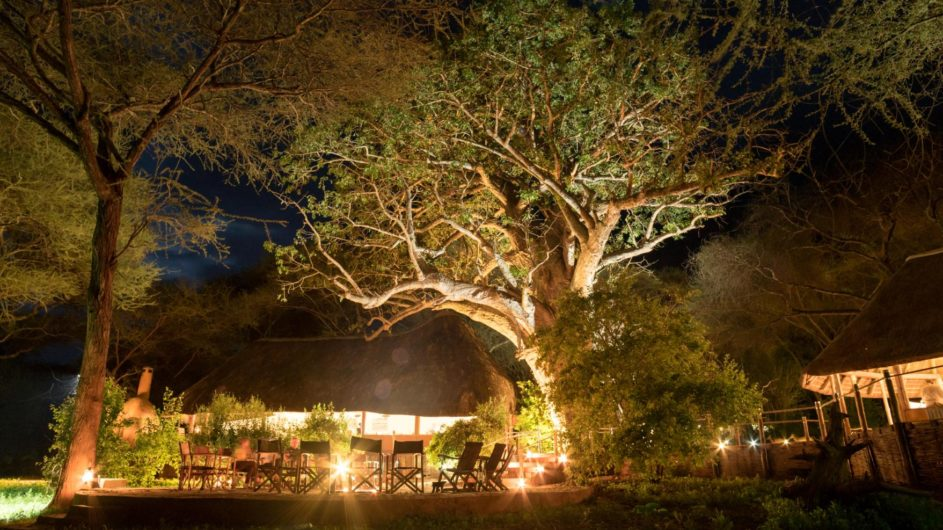 Tanzania Tarangire Nationalpark Sanctuary Swala Camp Lagerfeuer Terrasse