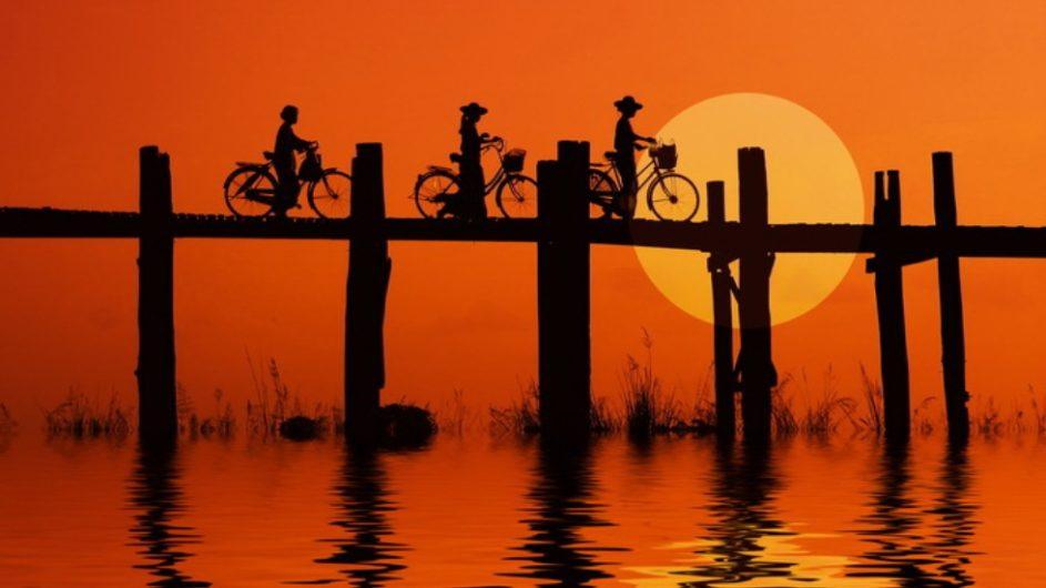 Myanmar Exo Travel Radfahrer auf der Ubei Brücke Mandalay
