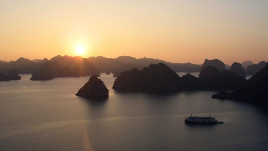 Vietnam EXO Travel Halong Bucht Sonnenuntergang