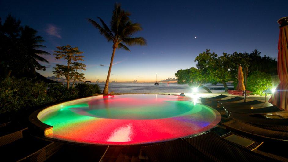 Französisch Polynesien Huahine Maitai Lapita Village Pool nachts