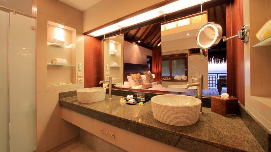 Französisch Polynesien Hilton Moorea Lagoon Resort Overwater Bungalow Badezimmer