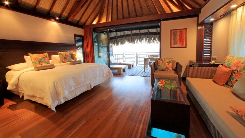 Französisch Polynesien Hilton Moorea Lagoon Resort Overwater Bungalow Schlafzimmer