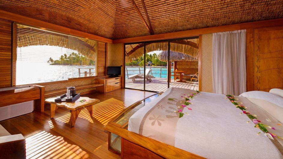 Französisch Polynesien Tahai Island Resort Overwater Bungalow Schlafzimmer