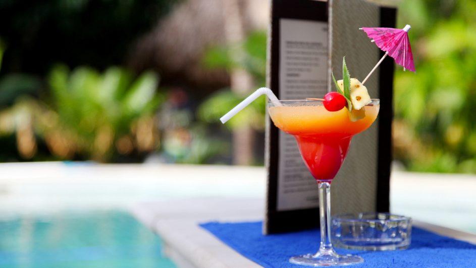 Fiji Mamanuca Inseln Castaway Island Resort Drink am Pool