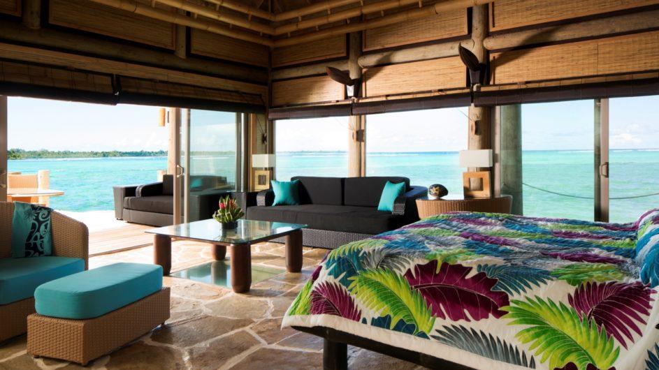 Samoa Upolu Coconut Beach Club Resort Overwater Bungalow innen