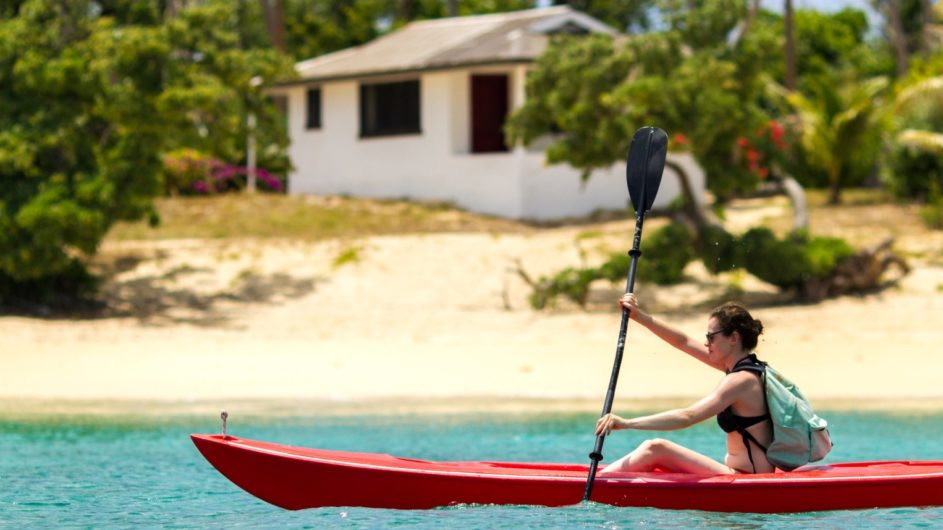 Tonga Haapai Sandy Beach Resort Kanu fahren