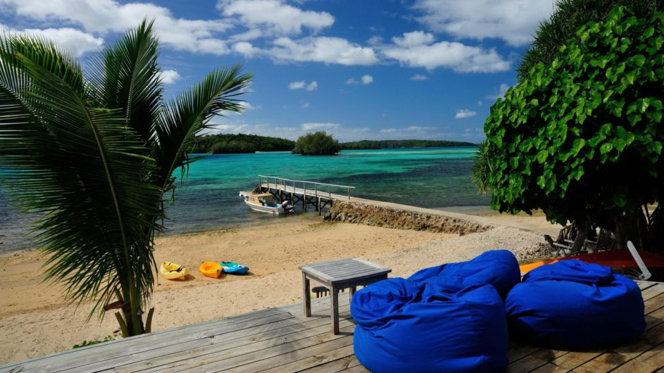 Tonga Vavau Kapa Island Reef Resort Terrasse am Strand